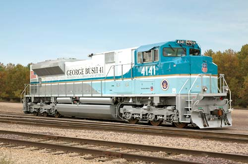 UP: Union Pacific Railroad Honors President Bush 41 With